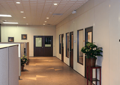 Modular Office Walls Create Engineering Offices